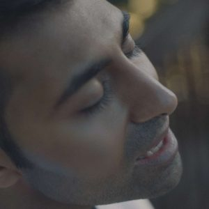Amar Close Up